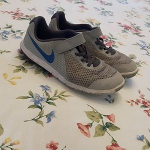 boys Nike grey and blue running shoes size 3 Y